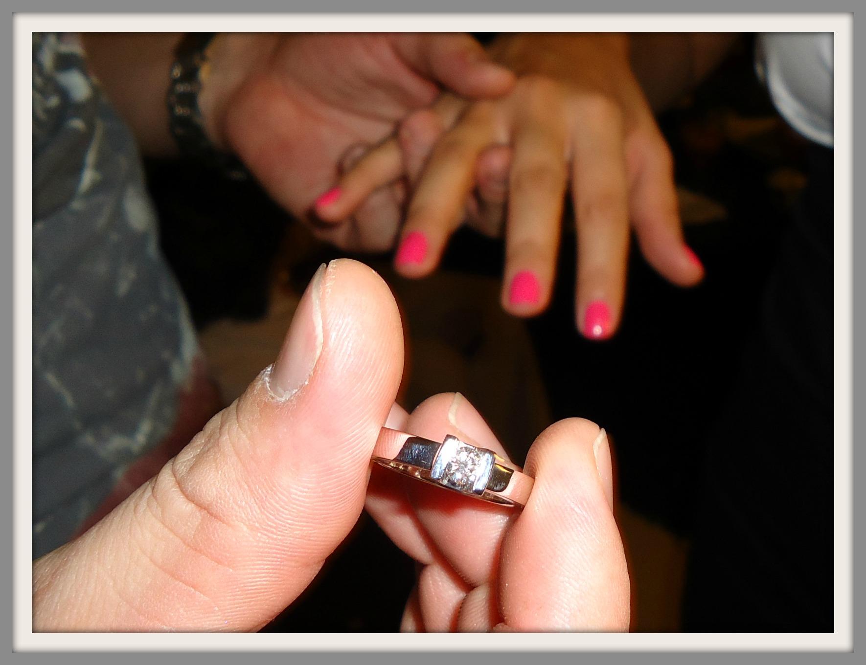 Dedo y orinar de mi novia